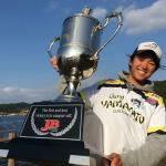冨沢真樹選手!ジャパンスーパーバスクラシック2016を制したのは、平成生まれの超若手アングラー