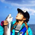 ローラの最新釣り姿が、テレビで映る。